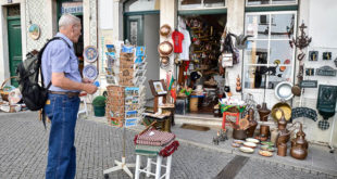 Where to buy souvenirs in Evora