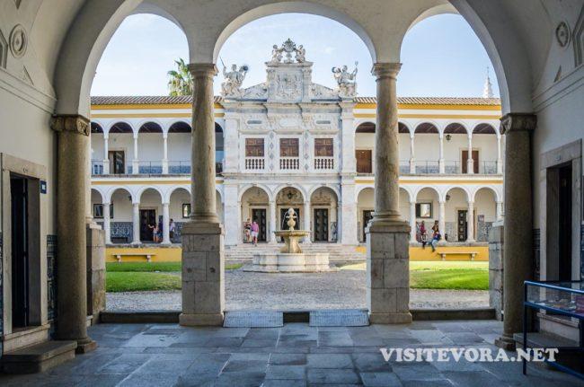 visit evora university