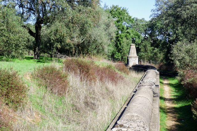hike evora aqueduct alentejo
