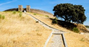 Arraiolos – visit the village of rugs and the circular castle