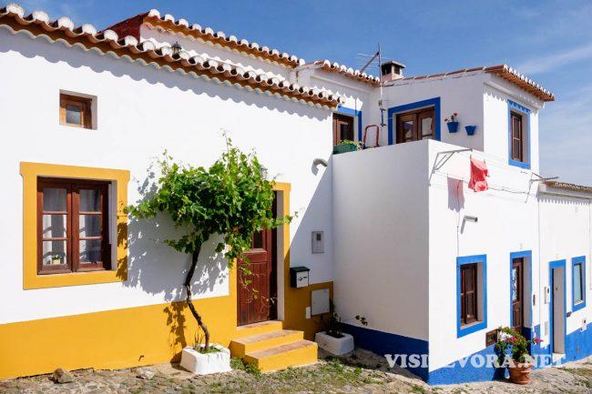visit mertola houses
