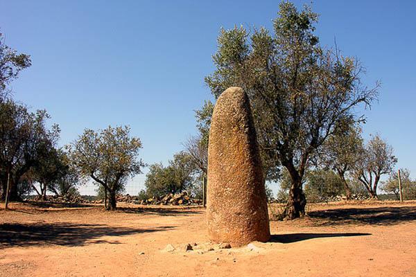 Menir Almendros Megalitico Evora