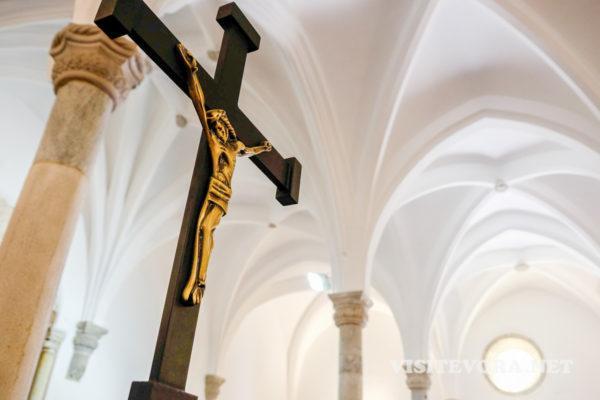 interior iglesia mertola