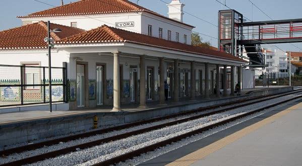 Resultado de imagem para Estação de Caminhos de Ferro de Évora