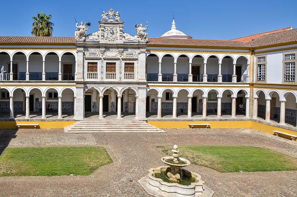 Universidade Evora