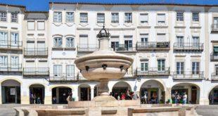 Ruas de comércio local em Évora