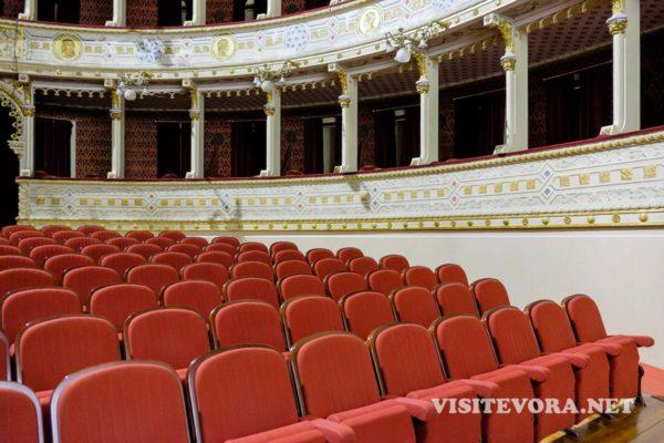 evora teatro